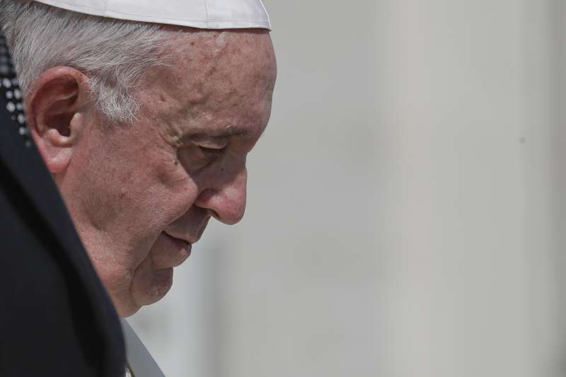 天主教會近年連環爆出神父孌童醜聞,教宗方濟各面臨外界排山倒海的沉重壓力(AP)