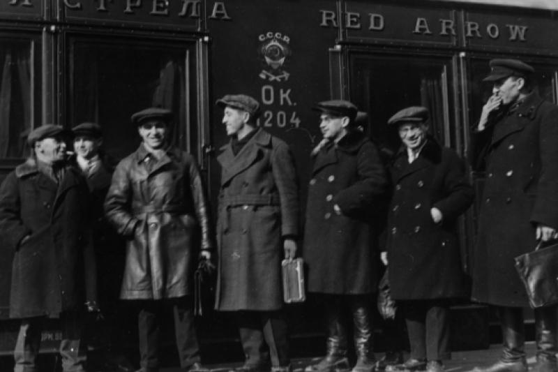 1933年,搭乘「紅箭號」的記者。(取自ria.ru)