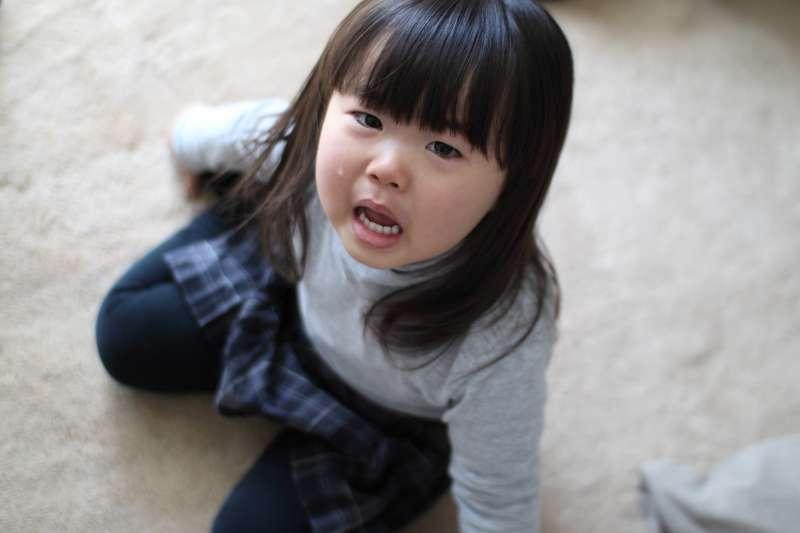 當孩子哭鬧,就是在表達「媽媽,我需要妳!」(圖/MIKI Yoshihito@flickr)