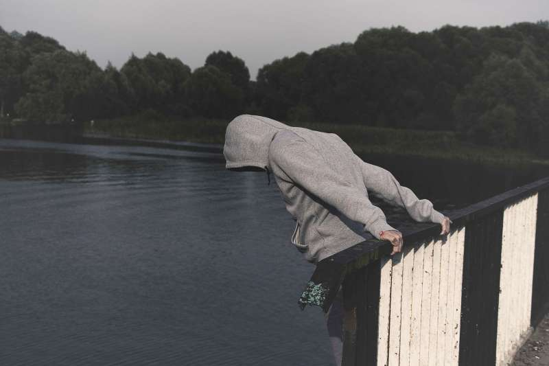 恐怖情人老是以死相逼,其實是犯法?(示意圖/pixabay)
