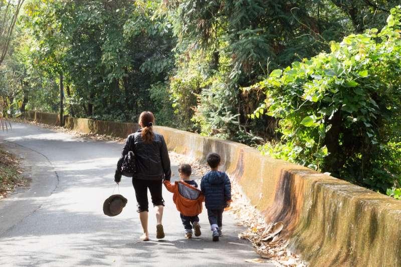 父母親最放不下的就是孩子,但是生命走到了盡頭,要如何告訴孩子自己行將就木呢?(圖/Pixabay@chin1031)