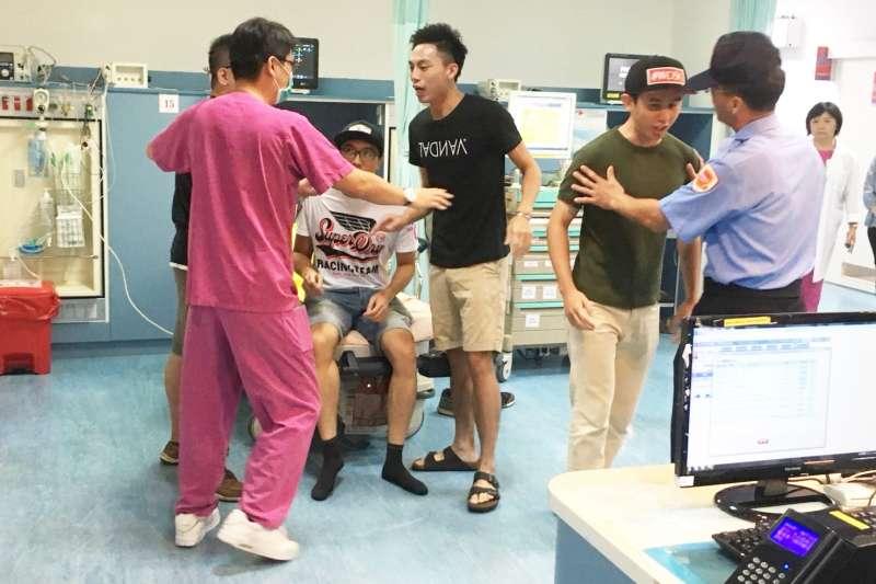 台北ˋ榮民總醫院今(31)日舉行醫療防暴力演練。(台北榮民總醫院提供)
