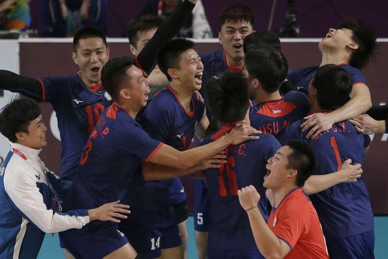 中華男排在亞運銅牌戰以3比1擊敗卡達,拿下睽違20年的銅牌。 (美聯社)