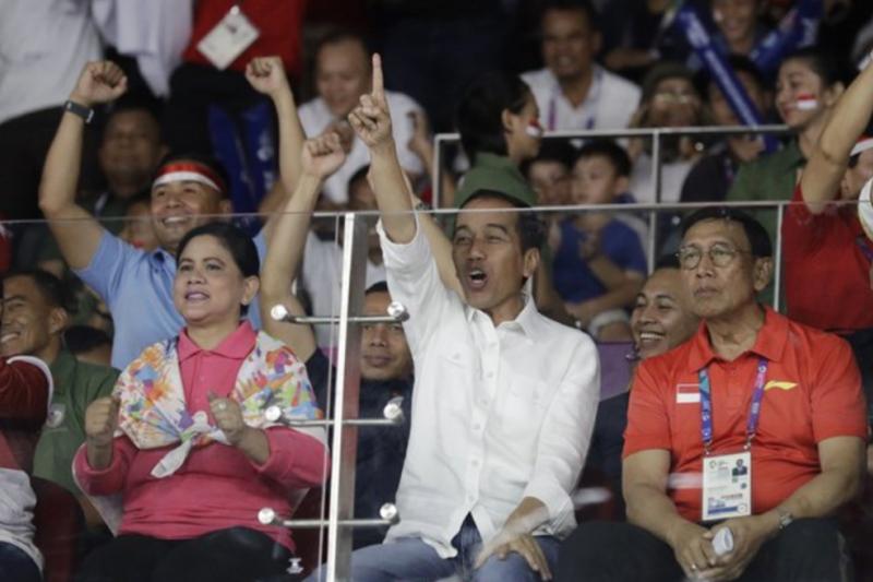 2018年8月22日,印尼總統佐科威看男子羽毛球比賽(AP)