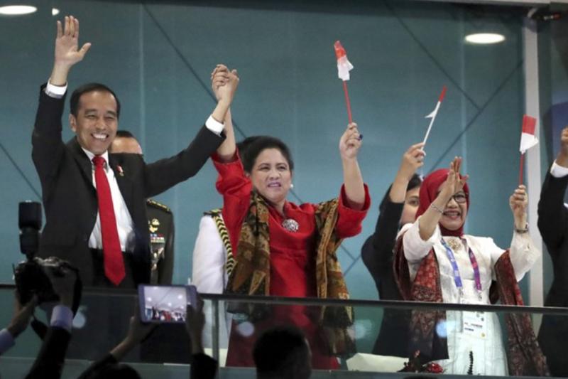 2018年8月18日,印尼總統佐科威與妻子參加亞運開幕式(AP)