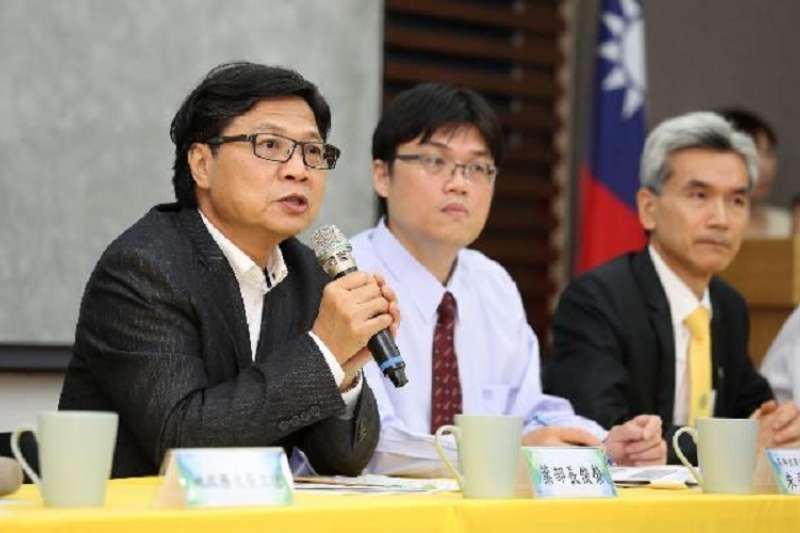 教育部長葉俊榮宣布玉山青年學者審查結束。(教育部官網)