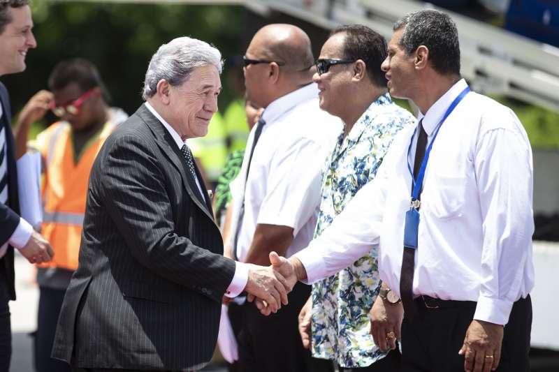 紐西蘭外長彼得斯抵達諾魯參加太平洋島國論壇。(美聯社)