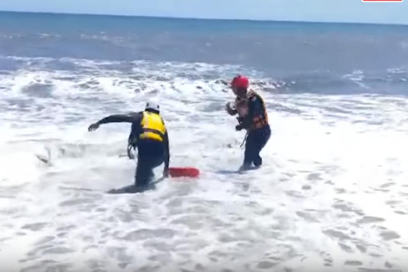 作者國中喜歡的男生,因為要救溺水的朋友而意外身亡。(翻攝自網路影片)