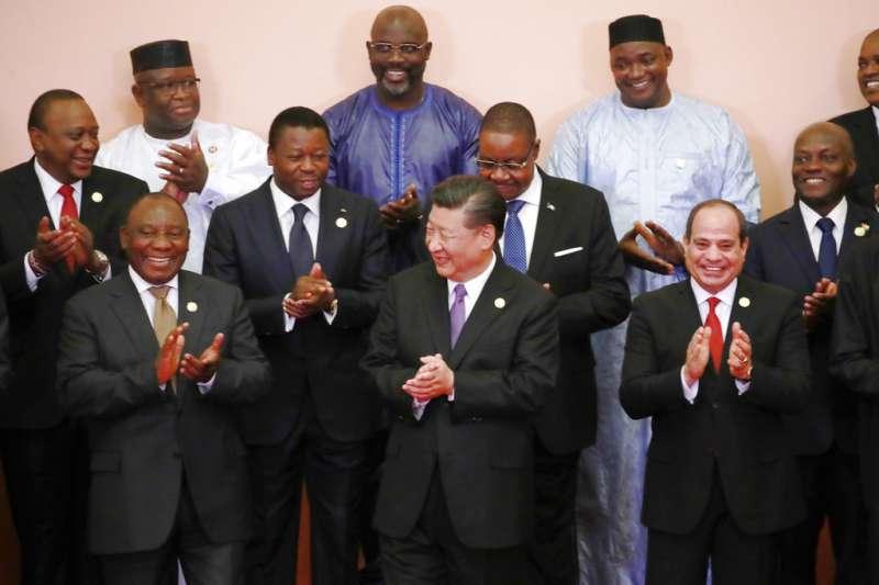 2018年9月3日,中國國家主席習近平出席中非合作論壇,與非洲領袖合影。(AP)