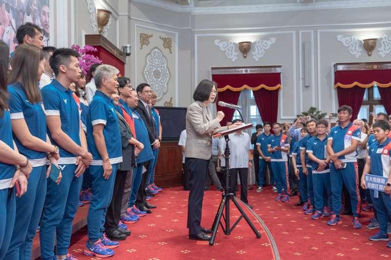 20180904-總統蔡英文4日上午在總統府接見亞運代表團。(取自總統府Flickr)