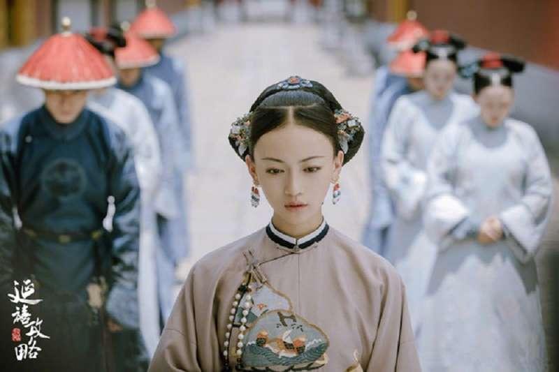 在延禧攻略中入飾演令妃的吳謹言,被爆耍大牌,戲才下檔人就黑了。圖為延禧攻略劇照。