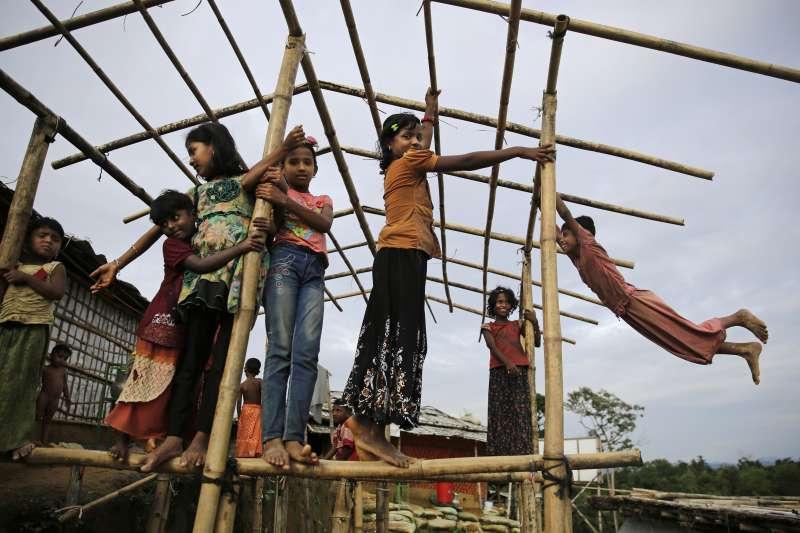 位於孟加拉難民營的羅興亞兒童。(美聯社)