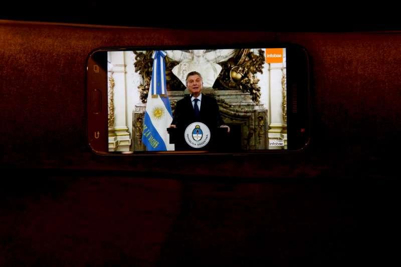 阿根廷總統馬克里發表電視演說。(美聯社)
