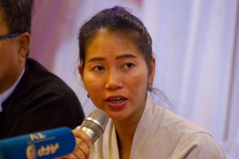2018年9月4日,遭緬甸法院判處7年徒刑的《路透》記者瓦隆之妻潘艾雯(Pan Ei Mon),召開記者會力挺先生。(AP)