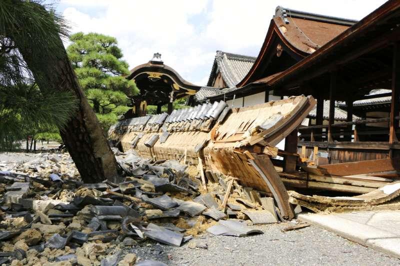 為何被譽為防災模範生的日本,這次颱風卻重創關西、災情慘重呢?(美聯社)