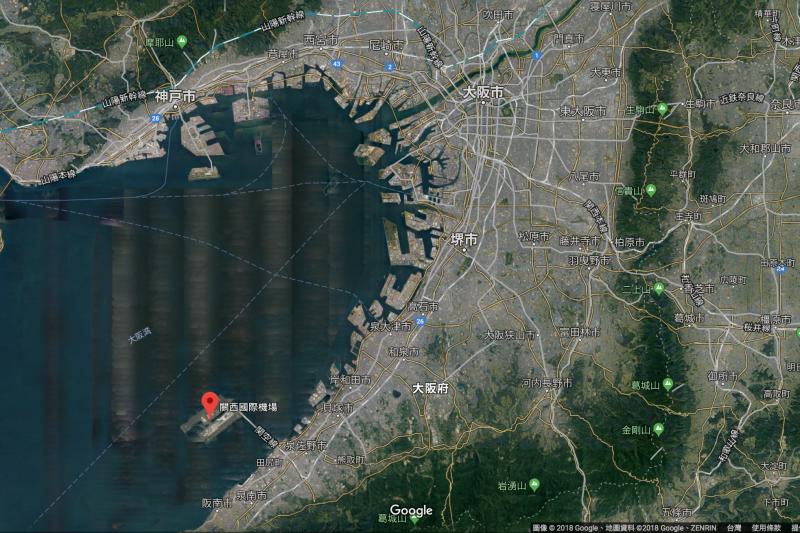 填海造地而成的關西國際機場,這次成了燕子颱風的重災區。(Google地圖)