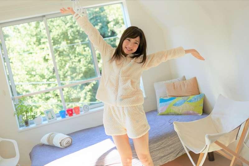 一日之計在於晨!早上起床做對這4件事,就能改善體質,讓體力與氣色更好、人也更輕盈!(圖/Mika+Rika Official Website)