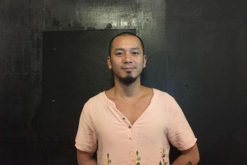 台北藝術節「島嶼酒吧」:越南藝術家阮英俊(簡恒宇攝)