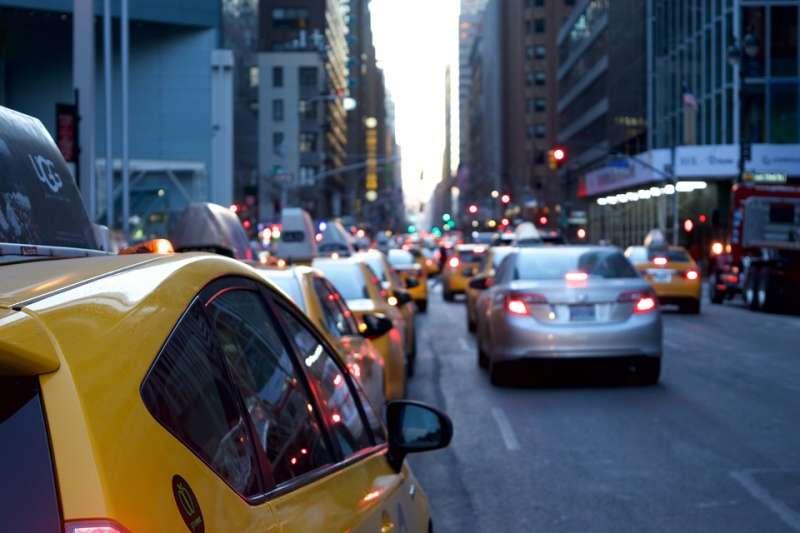 馬路 計程車 車流(示意圖/Free-Photos@pixabay)