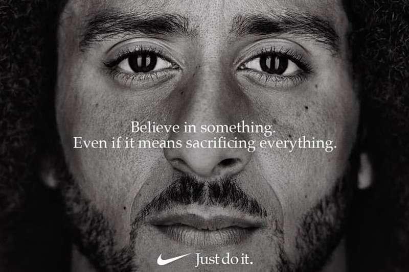 前舊金山49人的四分衛卡佩尼克成為了Nike的廣告看板人物,讓美國總統川普大為不滿。 (圖/取自Nike)