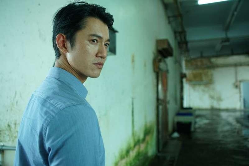 吳慷仁演技在台灣演員中相當亮眼。(劇照提供:牽猴子/服裝提供:Paul Smith)