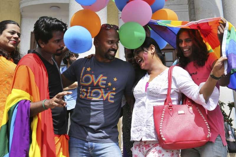 20180905印度最高法院宣判,同性戀性行為除罪,扭轉印度自英國殖民以來長達157年的法規。(美聯社)