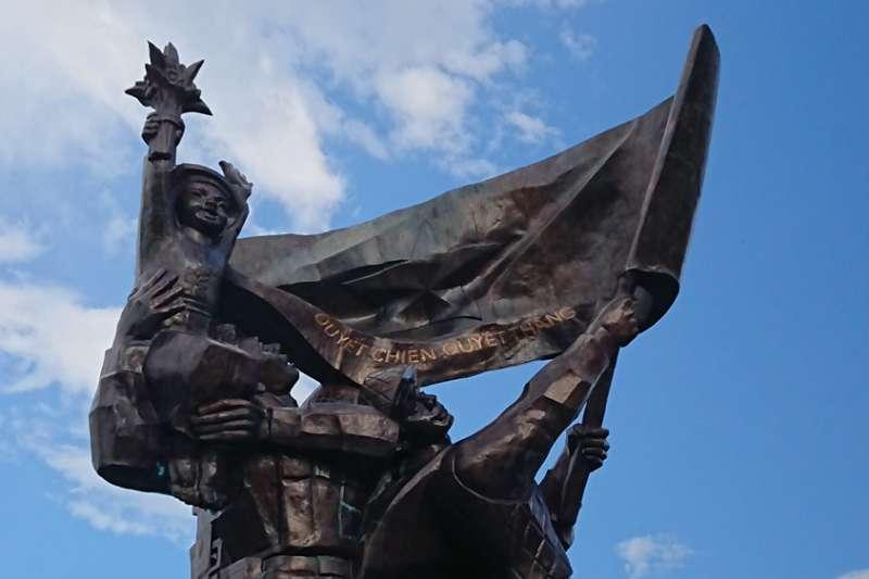 位於奠邊府的「決戰決勝」雕像。(圖/Nam Quốc Văn提供|想想論壇)