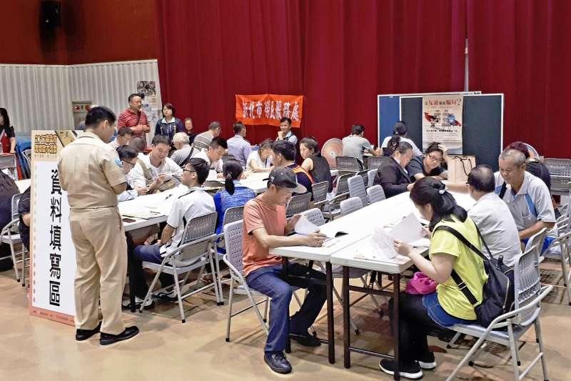 新北市政府就業服務處舉辦「中高齡求職徵才」,場場都吸引很多求職朋友參加 。(圖/ 新北市政府就業服務處提供)
