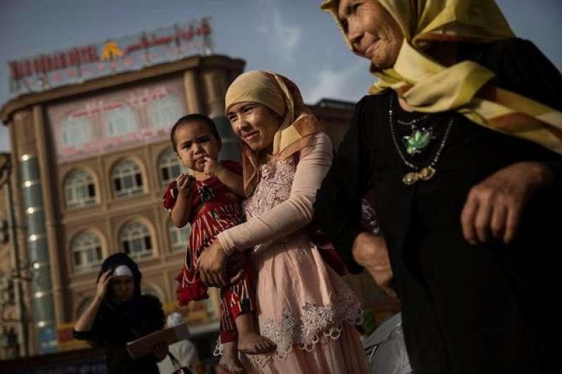 聯合國對「百萬維吾爾族人在新疆被拘」的報道感到震驚,並呼籲釋放以反恐「借口」被拘押的人。(BBC中文網)