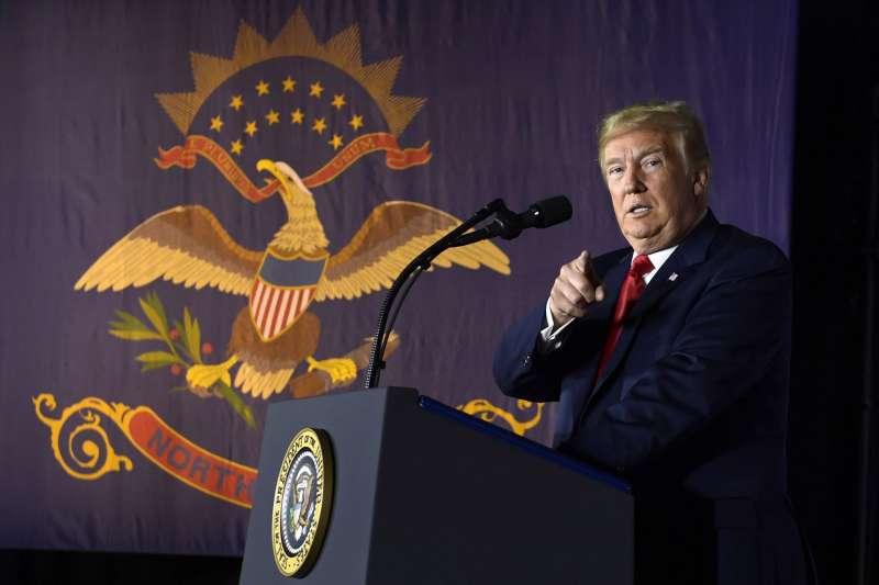 美國總統川普表示,一定要抓到誰是《紐約時報》投書者,並要求司法部展開調查。(美聯社)