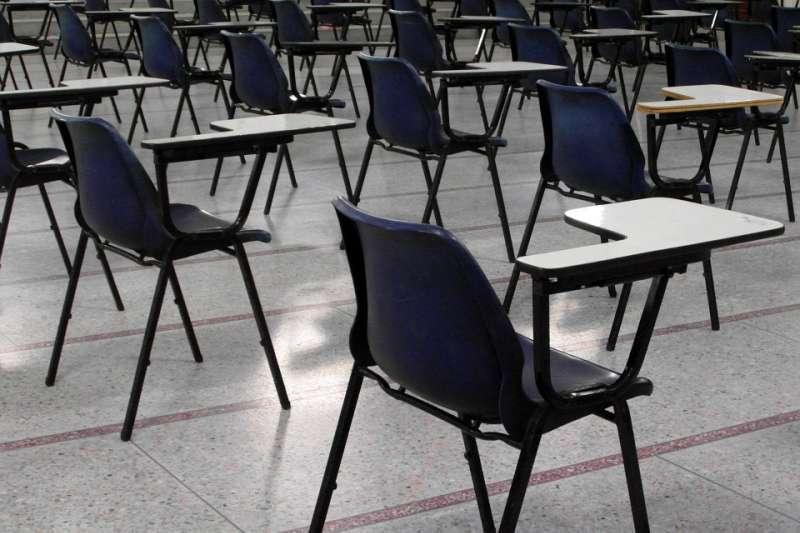 根據教育部資料統計,107學年度公私立大學4萬7千多位專任教師當中,年齡在50歲以上之比率,高達56.6%,突顯高教「老老師」問題嚴重。(資料照,取自PublicDomainPictures/CC0)