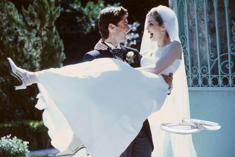 圖一、AMC 鑽石婚戒寓含對婚姻感情「恆久遠」的期盼(圖/AMC 鑽石婚戒)