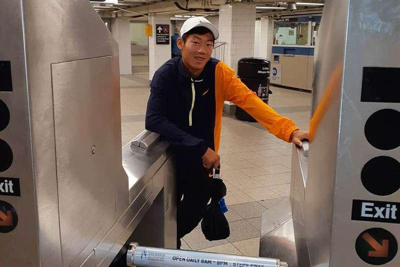 曾俊欣雖然無緣美網青少年男子單打冠軍,但也趁這個機會來次曼哈頓半日遊,享受美國紐約的人文氛圍。(圖由四維體育推廣教育基金會提供)