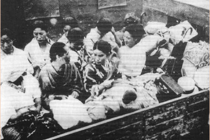 20180910-被卡車運往日軍軍營的慰安婦。(作者提供)