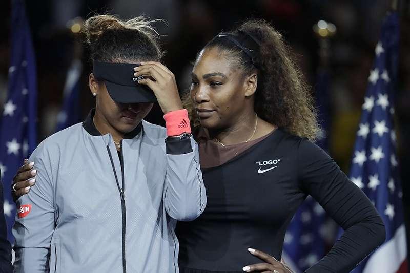 2018美國網球公開賽女單決賽,大坂直美直落二擊敗小威廉絲奪冠,但卻因為小威與主審的爭論而失焦。(美聯社)