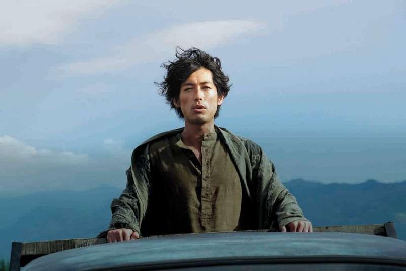 《來自大海的男人》男主角藤岡靛在劇中擁有神秘力量、創造奇蹟。(圖/高雄市政府文化局提供)