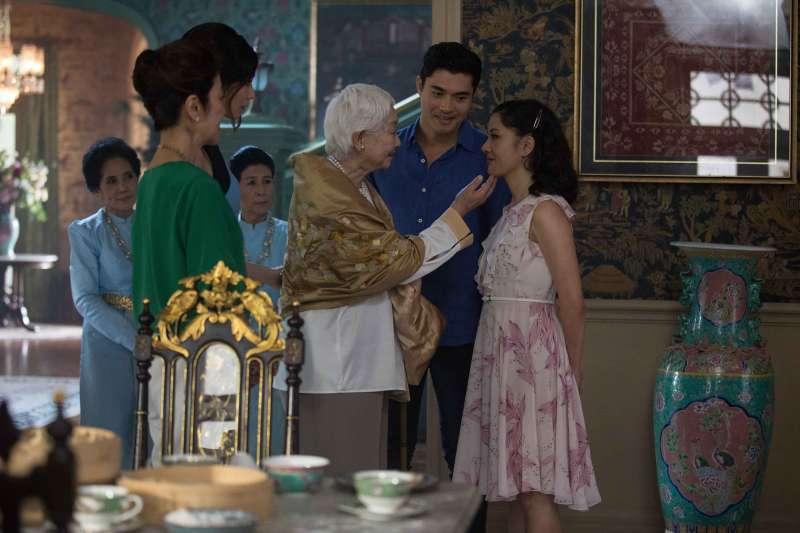家庭生活點滴是朱浩偉創作「瘋狂亞洲富豪」的元素,包括以麻將展現顧及他人而求全的美德等。(圖/華納兄弟提供)