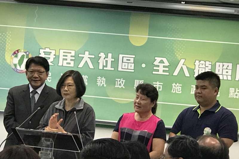20180912_民進黨中常會,今邀屏東縣長潘孟安(左一)報告政績。總統蔡英文(左二)。(顏振凱攝)