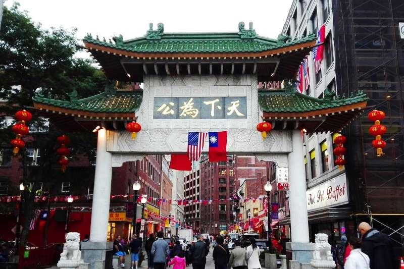 「過沒多久,臺灣輸出品中價值最高的,已經變成留學的年輕人。數以千計的臺灣學生也開始實現他們留學國外的夢想。」(圖/pixabay)