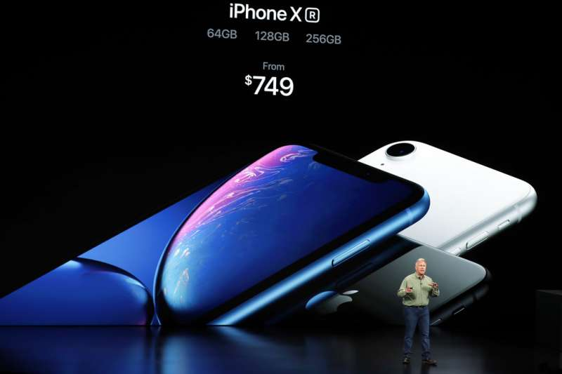 2018年9月12日,蘋果電腦舉行秋季發表會,新款iPhoneXS美國定價749美元起,台灣定價則為新台幣2萬6900元起。(美聯社)