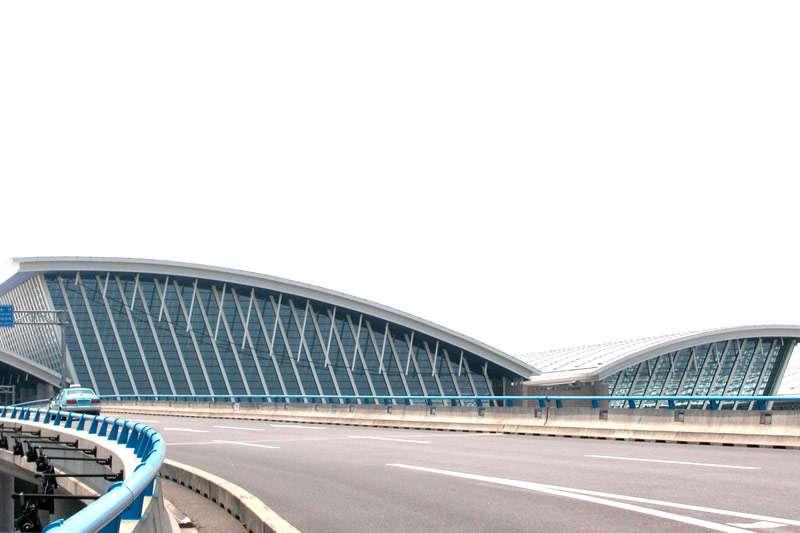 上海浦東機場三期建設工程將於明年上半年完工啟用,完工後將逐漸影響國籍航空公司洲際航線營運。(取自維基百科)