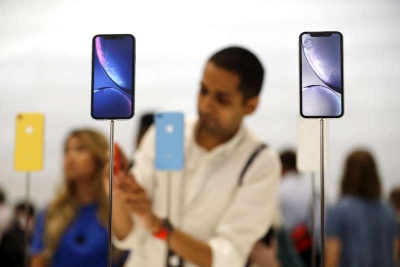 2018年9月12日,蘋果電腦舉行秋季發表會,新iPhone在現場展示。(美聯社)