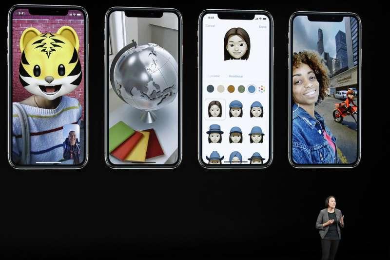 2018年9月12日蘋果發表最新iPhone,盡管捲入貿易戰風波,但橫跨實體、虛擬經濟的良好基礎,讓蘋果可望繼續囊括全球智慧型手機市場的大部份利潤。(美聯社)