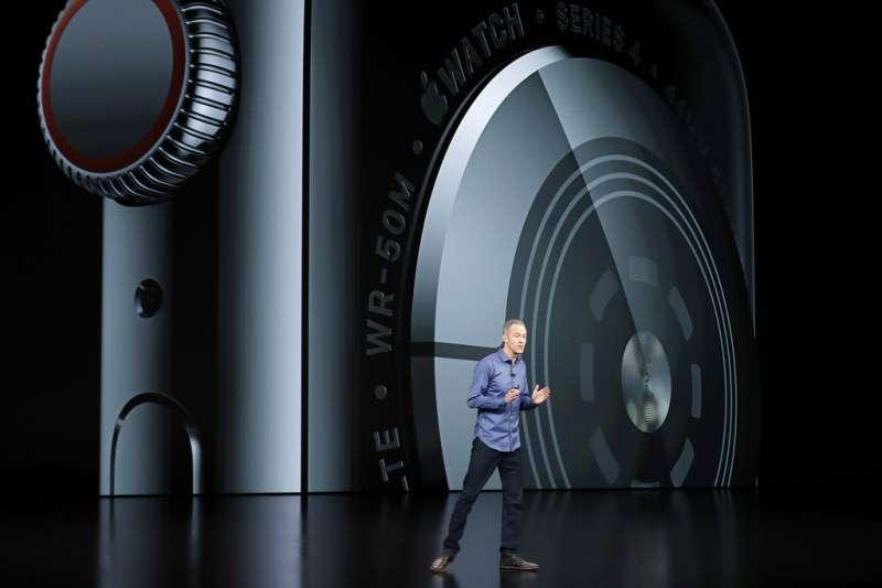 2018年9月12日,蘋果電腦舉行秋季發表會,新版Apple Watch Series 4亮相,採用數位錶冠。(美聯社)