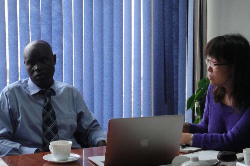 拜訪現任NGO主管 Hezron O. Mc'Obewa。(圖/謝幸吟提供)