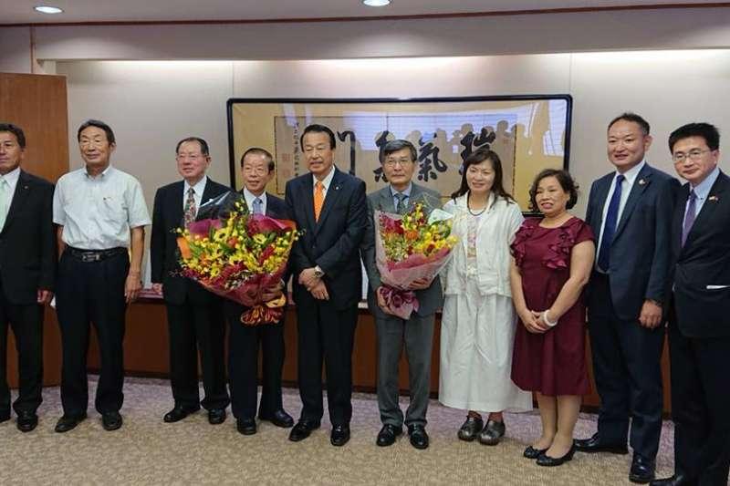 蘇啟誠今年8月陪同謝長廷拜會石川縣加賀市宮元市長。