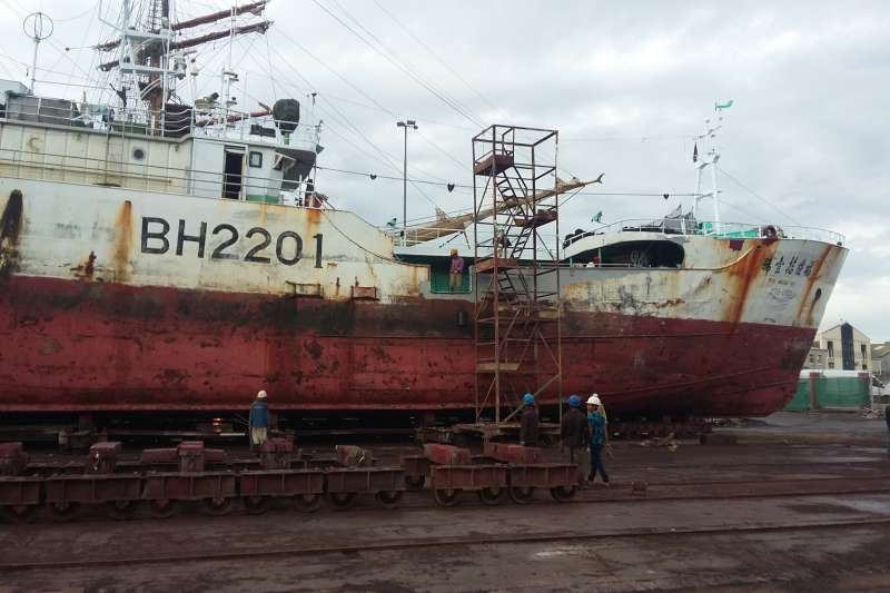 台灣籍漁船福甡11號成為國際第一艘因為違反聯合國公約遭扣留的漁船,「環境正義基金會」遠赴印尼訪談其中5名漁工,於昨日發佈調查報告與影片。(環境正義基金會提供)
