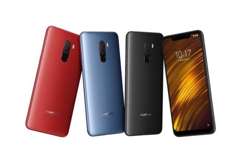POCOPHONE F1, 共有三款顏色魅力红、鋼鐵藍、岩石黑。(圖/小米提供)