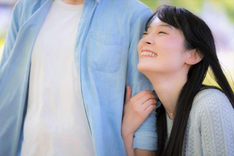 台灣女孩對韓國男人的印象大多都從韓劇來的,但事實上韓國男人真的都是暖男嗎?看看韓國女生的說法吧!(圖/すしぱく@pakutaso)
