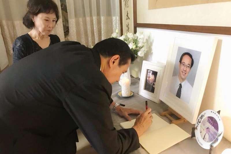前總統馬英九日前前往楊偉中位於新店的老家致意,並與楊母曾縵雲聊天。(取自曾縵雲臉書)